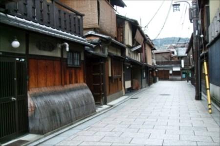 日本の風土と適切な勾配屋根による環境への配慮